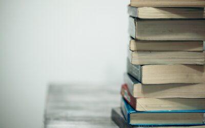 Packar böcker till bokmässan i Ljungskile